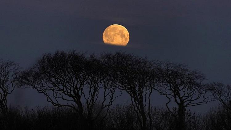 Por qué se producen las superlunas
